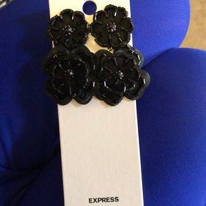 Express flower earrings